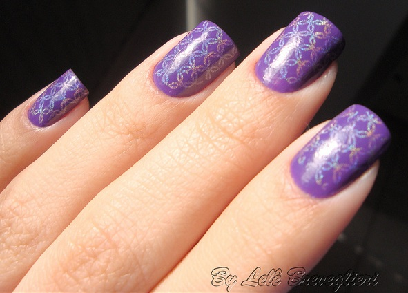 Purple Nail Art with Nail stamping by Lelê Breveglieri