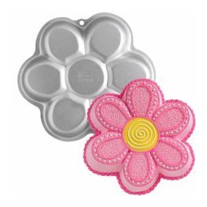 Girly cakes: Daisy flower cake pan