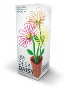 Desk daisy: Magnetic Flower paper clip holder
