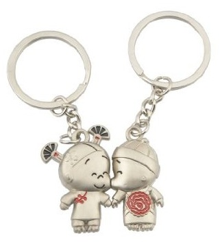 kissing couples keychains